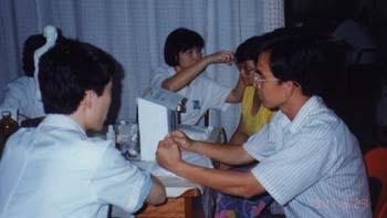 禅菩门请来数名来自中国资深医师前来马来西亚为国内清苦病黎提供慈善医药服务