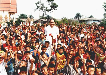 Rev. Master Loong Sang & orphans of Anthong, Thailand